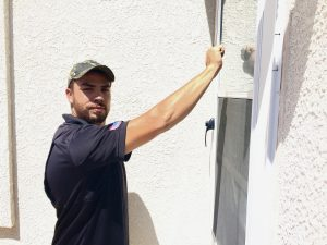 roofer knocking on door image